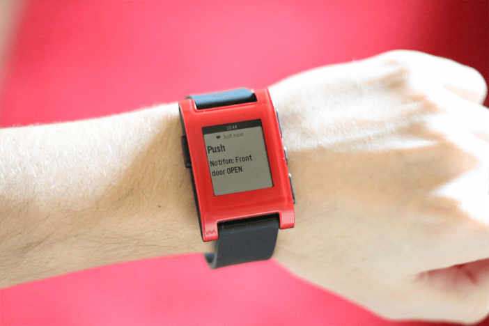 Pebble_notification_(1600x1067)